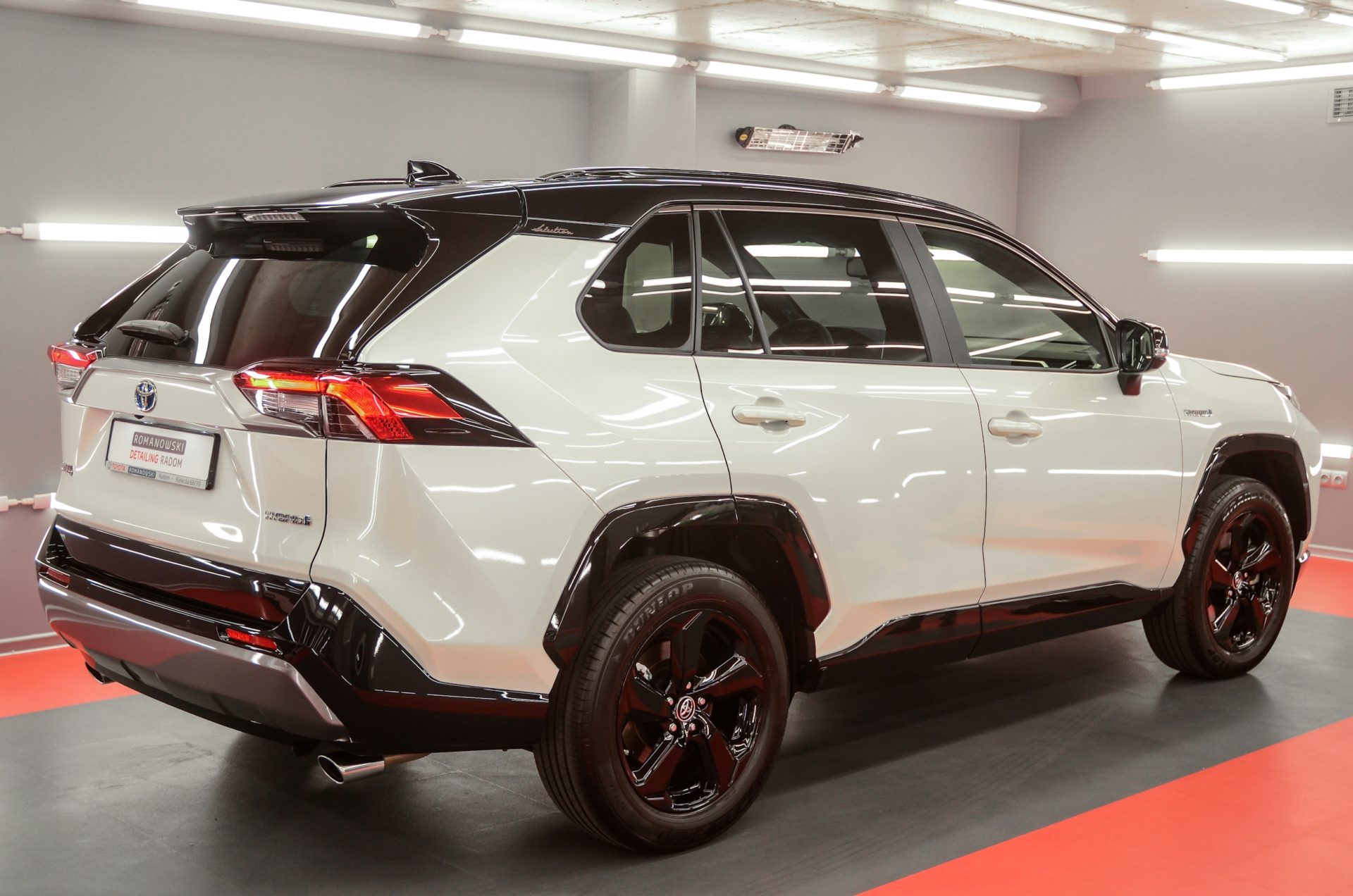 Toyota RAV4 Hybrid Selection – biała perła