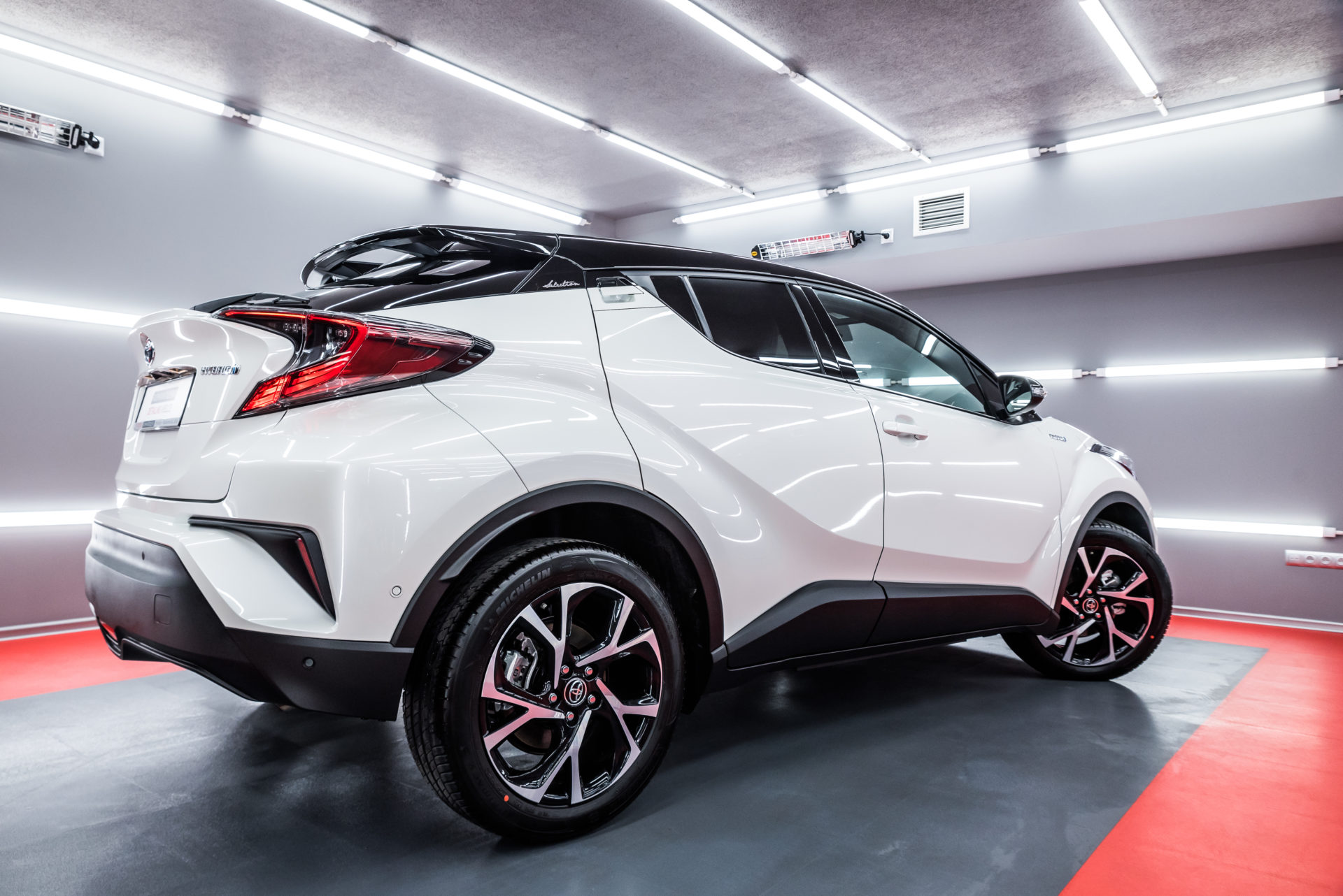 Toyota CHR – biała perła