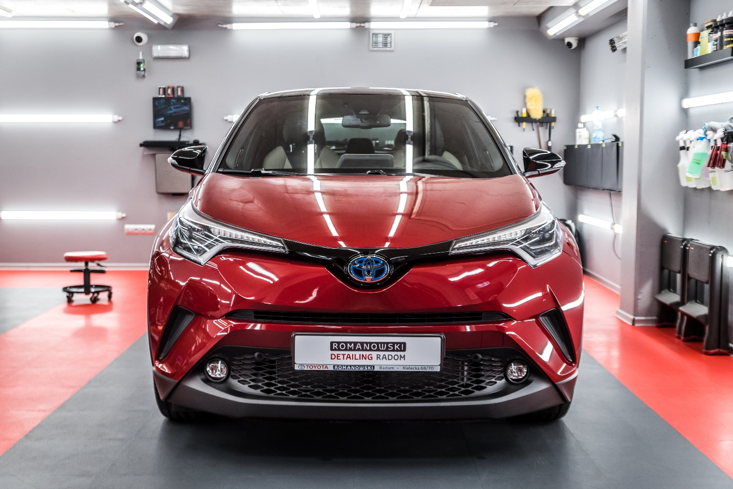Toyota CHR Hybrid – czerwony metalik
