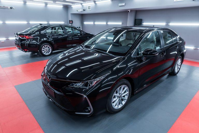 Toyota Corolla Hybrid Sedan - czarna - Radom, Kielce